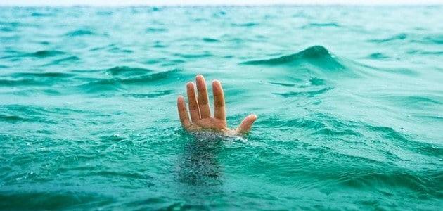 تفسير حلم الغرق في البحر لشخص أخر