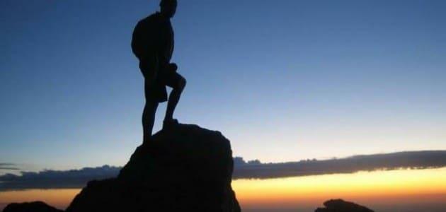 تفسير حلم صعود الجبل مع شخص