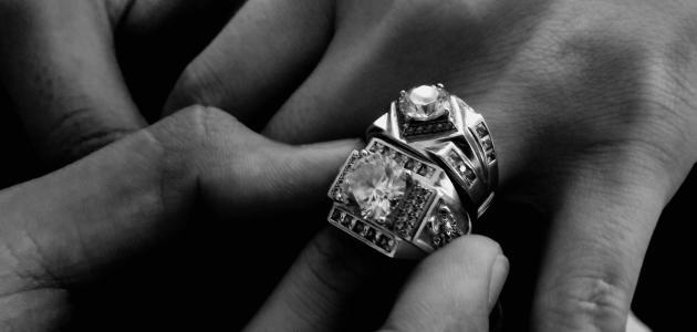 تفسير حلم لبس الخاتم الذهب في اليد اليسرى للمتزوجه