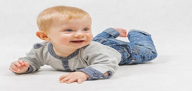 رؤية حمل الطفل الذكر في المنام للعزباء