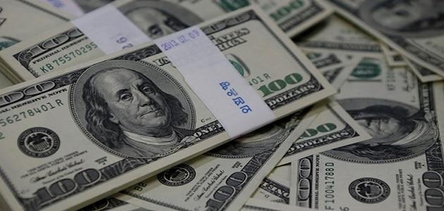 ما معنى شخص يعطيني المال في المنام