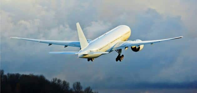 تفسير رؤية الطائرة في المنام للعزباء والمتزوجة والرجل