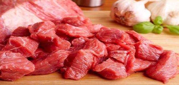 رؤية اللحم النيء في المنام دون أكله